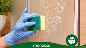 Come pulire i trucchi dello schermo della doccia per renderlo come nuovo